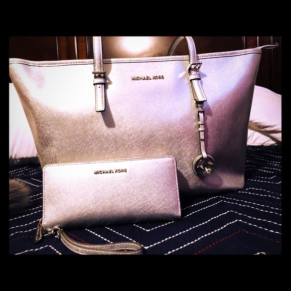 Handbags - Authentic Michael kors purse and wallet